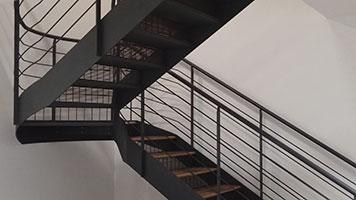 Scale metalliche di emergenza di sicurezza di servizio - Calcolo scale interne ...